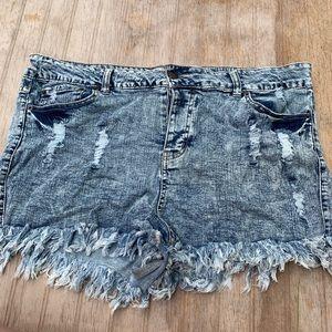 Acid wash fringe shorts size 18